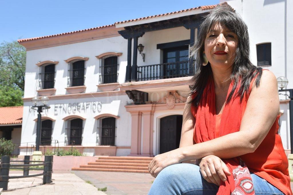 """Rosa García, Prof. de Historia y referente, desde Santa Fe, de la puesta """"Mujeres de dos Orillas"""". <strong>Foto:</strong> Luis Cetraro"""