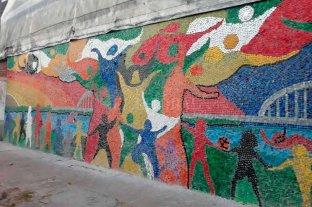 Santo Tomé: inauguraron el mural hecho  con tapitas más grande de la localidad