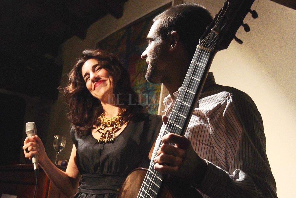Cecilia Arellano en uno de sus proyectos: el dúo que conforma junto a Sebastián Pérez. <br /> <strong>Foto:</strong> Gentileza producción