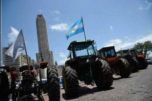 El tractorazo colmó de productores agropecuarios el Monumento a la Bandera