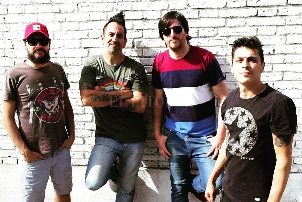 Emiliano Gaspoz (batería), Iván Gedzius (voz y bajo), Marcelo García (guitarra y coros) y Nico Gaspoz (voz y guitarra), juntos como antes. <strong>Foto:</strong> Gentileza producción