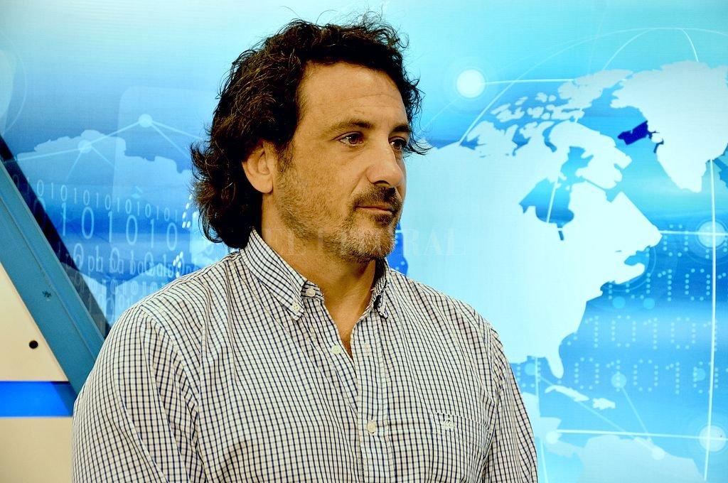 En CyD. Pablo Pfírter, durante una entrevista relacionada a la función que cumplió este año en el Seleccionado de Seven de la Unión Santafesina de Rugby. <strong>Foto:</strong> Guillermo Di Salvatore