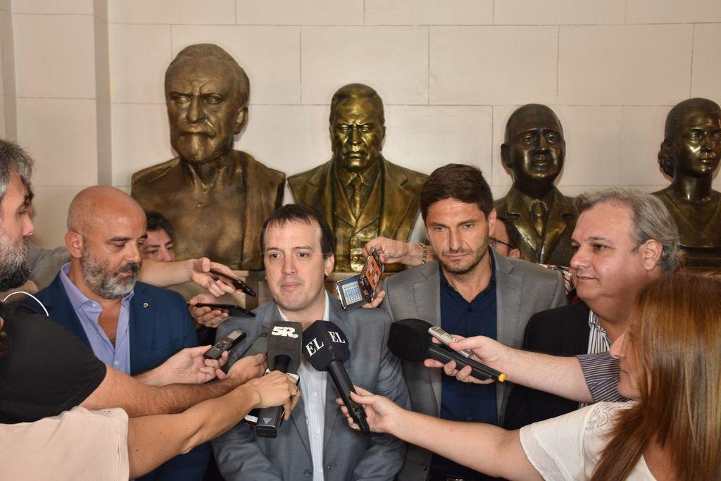 Palo Oliver, Blanco, Pullaro y Farías. Los voceros del Frente ya dijeron que votarán la reforma tributaria pero no la megaemergencia. <strong>Foto:</strong> Flavio Raina