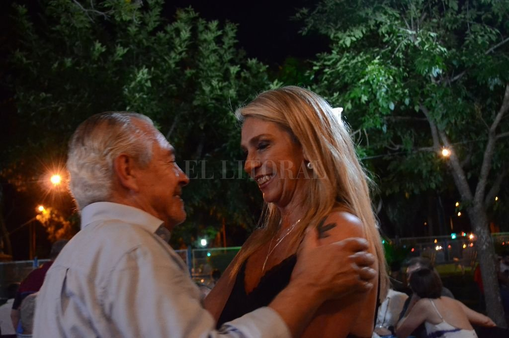 El ex embajador en el Uruguay Mario Barletta se reencontró con dirigentes de la UCR provincial, entre ellos, la presidenta del Concejo Municipal de Rosario, María Eugenia Schmuck. <strong>Foto:</strong> Captura de Internet