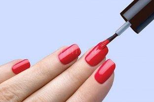 España pide a Europa prohibir la venta al público de esmalte de uñas permanente