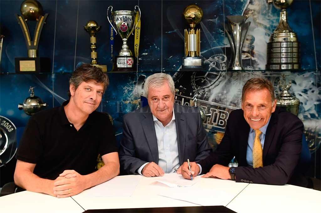 Russo junto a Ameal y Pergolini, los flamantes dirigentes de Boca. <strong>Foto:</strong> Prensa Boca