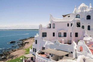 Para que los turistas argentinos no paguen el impuesto del dólar, Uruguay lanza una tarjeta prepaga