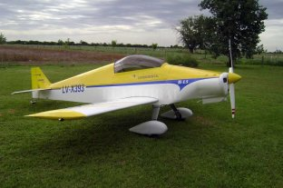 La historia de la construcción del avión que se accidentó en Esperanza