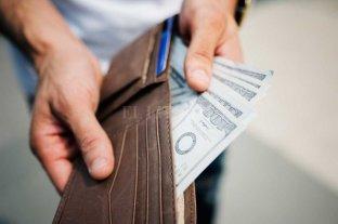 El dólar cerró a $ 63,98 y en la semana avanzó 25 centavos