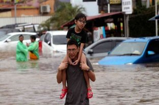 Ascienden a 43 los muertos por las inundaciones en Indonesia