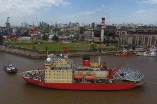 Irízar navega rumbo a la Antártida para abastecer a las bases argentinas