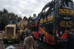 Ascienden a 16 los muertos por el vuelco de un ómnibus en Arequipa, Perú