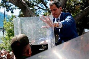 Venezuela: Guaidó pudo ingresar a la fuerza al parlamento