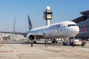 Volvieron a la Argentina los pasajeros del vuelo de LATAM al que se le incendió una turbina en Miami