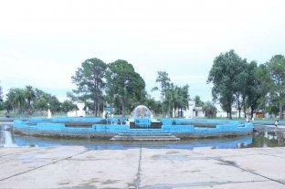 Limpian los piletones del Parque Garay