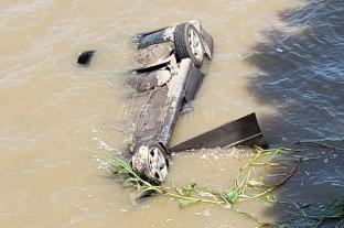 Murió un hombre que se tiró con su auto al río Coronda