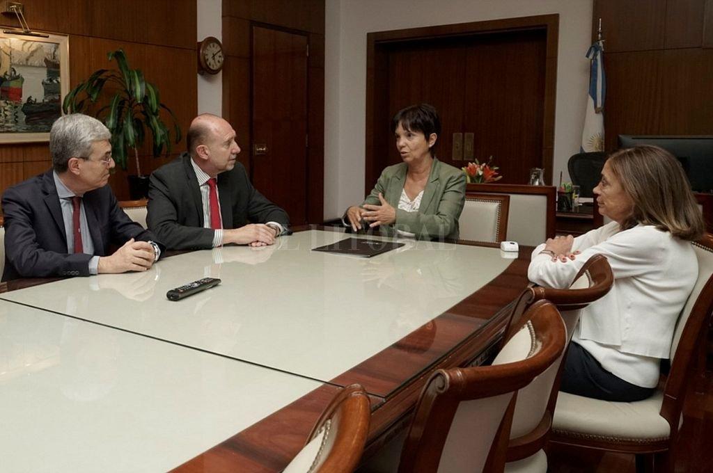 Perotti y Agosto se reunieron con la titular de Afip, Mercedes Marcó del Pont quien estuvo acompañada por la directora general de Aduanas, la santafesina Silvia Traverso. Crédito: Gentileza