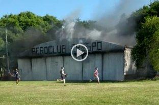 Video: Se incendió un hangar en el Aeroclub de Gobernador Crespo