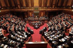 Senadores italianos quieren un referéndum para impulsar la ley que achica bancas en el Congreso