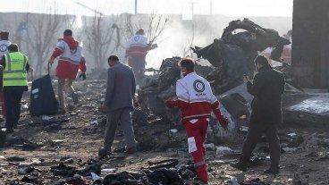 Irán asegura que ningún misil alcanzó al avión que cayó con 176 personas