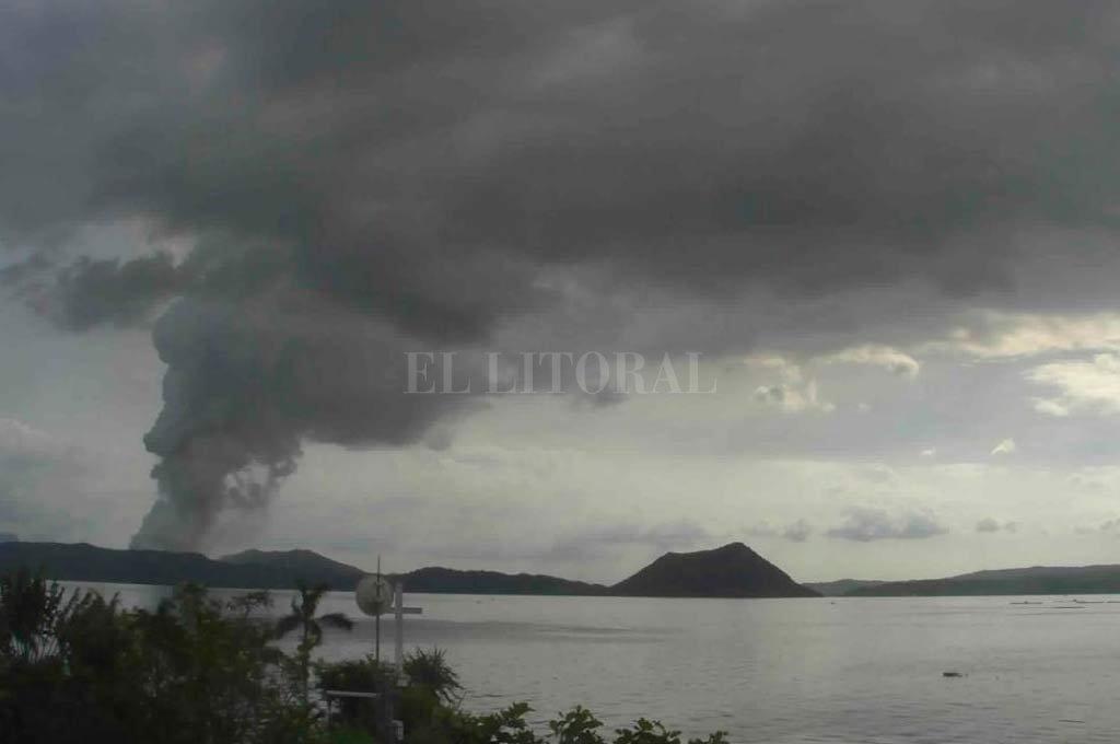 Erupción del volcán Taal  <strong>Foto:</strong> Instituto filipino de vulcanología y sismología