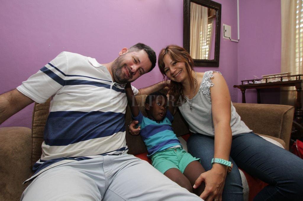Se llama Zeca González Castillo y tiene 4 años recién cumplidos. Pasó la mitad de su vida en África. <strong>Foto:</strong> Mauricio Garín