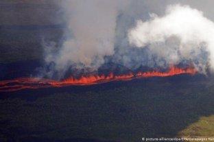 Entró en erupción un volcán en una isla deshabitada de Galápagos y hay temor por la fauna local