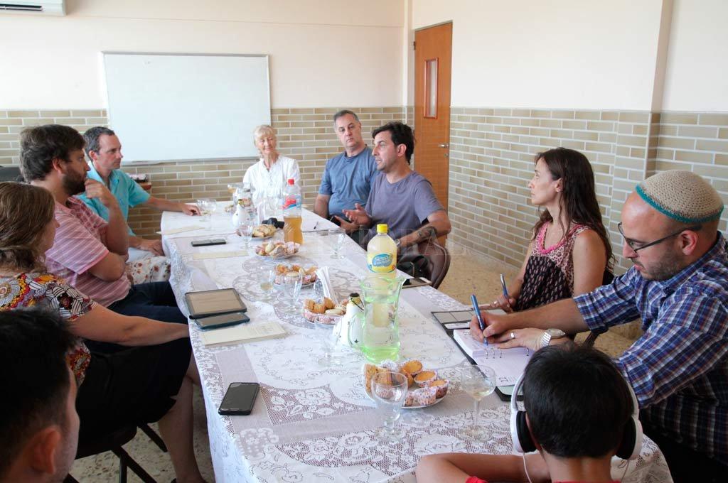 Representantes de algunos credos en una de la primeras reuniones donde se están afinando detalles para la inminente conformación de la Mesa Interreligiosa de Santa Fe, y del evento del 23 de enero. <strong>Foto:</strong> Pablo Aguirre.