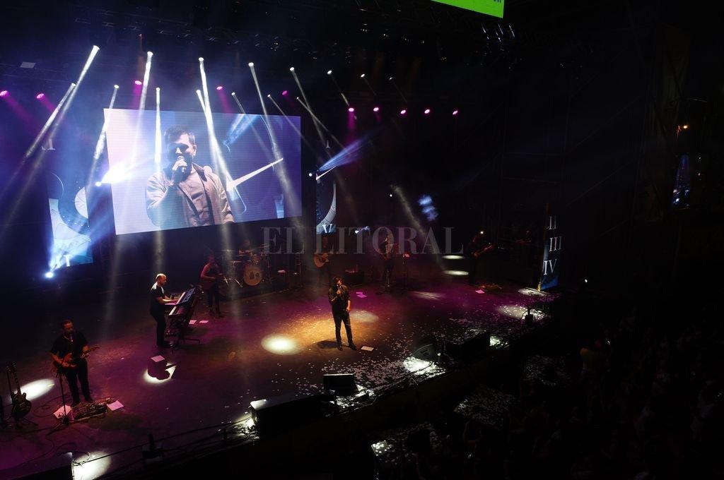 La voz y el show de Jorge Rojas hizo delirar a sus fans. <strong>Foto:</strong> Fernando Nicola