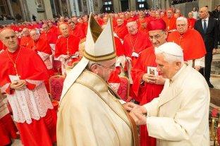 Benedicto XVI se opone a la ordenación de hombres casados