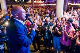 El precandidato presidencial demócrata Cory Booker se retira de la campaña