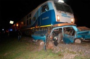 Un muerto tras el choque entre un tren y un auto en Rafaela