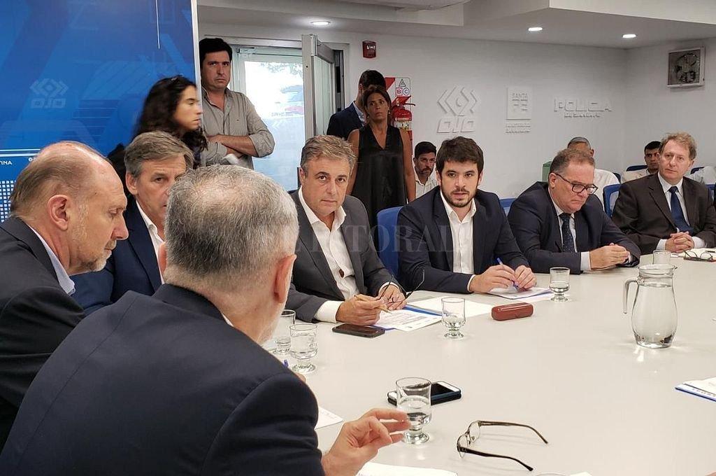 El gobernador, Sain y cinco intendentes reunidos en Rosario.  <strong>Foto:</strong> Municipalidad de Venado Tuerto