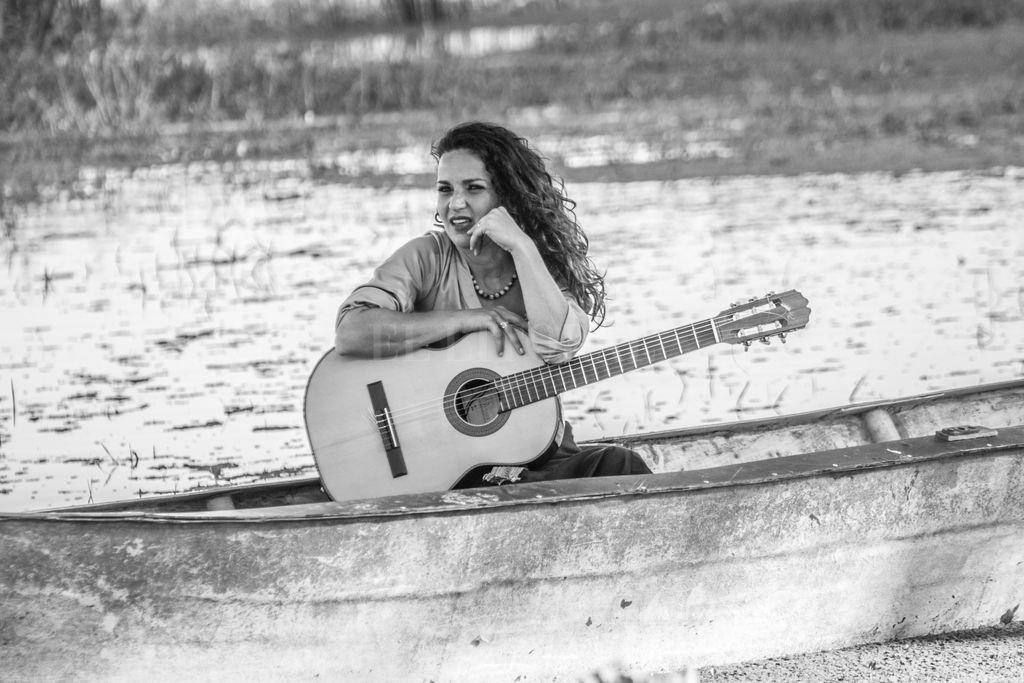 Entrerriana pero santafesina por elección, desde que inició su carrera como cantante rinde homenaje a los cantos de nuestra región litoraleña. <strong>Foto:</strong> Gentileza producción