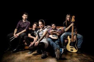 La semana en Tribus - Destinesia fue una de las bandas seleccionadas en la primera semifinal, el domingo pasado, junto a TaxiClan. -