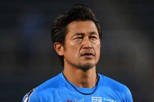 El equipo japonés Yokohama le renovó el contrato a un delantero de casi 53 años