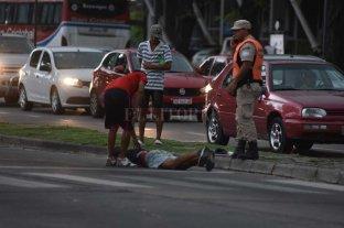 Atropellaron a un joven que limpia vidrios en Av. Alem