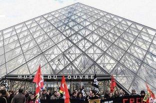 Francia: huelguistas cierran el acceso al museo de Louvre
