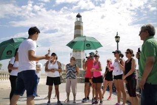 """Propuestas turísticas para redescubrir Santa Fe - Una de las propuestas es """"Mi ciudad como turista"""", que son cinco grandes itinerarios guiados para recorrer de a pie los espacios emblemáticos de la capital. -"""
