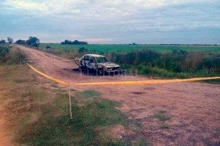 Muere una mujer calcinada dentro   de un auto e investigan las causas - La tragedia se consumó en un camino rural, unos 2 km al sur del acceso a la localidad de Alajandra y su intersección con la Ruta N° 1. -