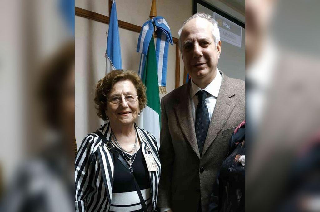 La presidenta de la institución junto al Consulado General de Italia en Rosario, Martin Brook. Crédito: Gentileza