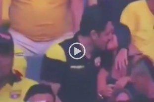 """Viral: Una """"Kiss Cam"""" captó una infidelidad en un partido de fútbol"""