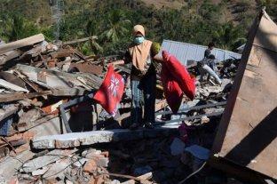 Indonesia sacudida por un temblor y la caída de un puente