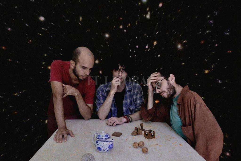 El grupo está integrado por Valentín Gatti en batería, Lisandro Schurjin en teclados y Bernardo Aguirre en guitarra y voz.  <strong>Foto:</strong> Gentileza producción