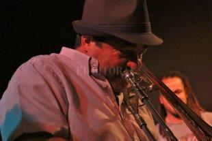 Trombón en Jazz Bajo las Estrellas - Rubén Carughi Grupo tocará en la próxima fecha.  -