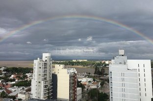 Santa Fe lució un enorme arcoíris en la tarde del martes -  -