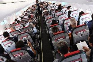 Investigan a un hombre por realizar obscenidades en un avión que iba a Neuquén