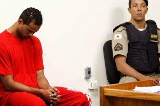 Hinchas y mujeres movilizadas impiden fichar a un arquero condenado por asesinar a su ex pareja