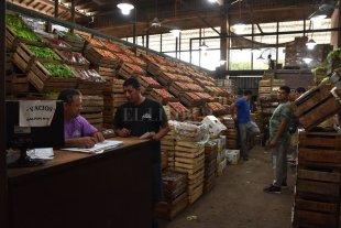 Insólito: sancionarían a puesteros santafesinos por presencia de químicos en frutas y verduras