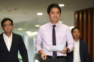 Un político de Hong Kong denuncia al policía que disparó contra un estudiante con arma de fuego